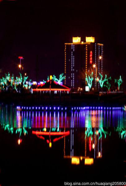 流光溢彩的牧野湖 摄影:@执著人生的博客