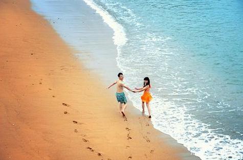 沙质非常细腻,沙质接近泰国普吉岛的水准.很适合亲子家庭游.