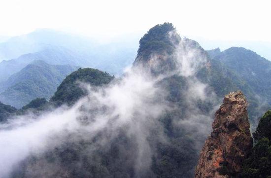 中国 陕西 正文     旅游推荐地:吴山风景区   吴山又名吴岳,位于宝鸡
