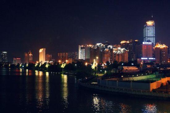 璀璨夜景 via摄影球迷