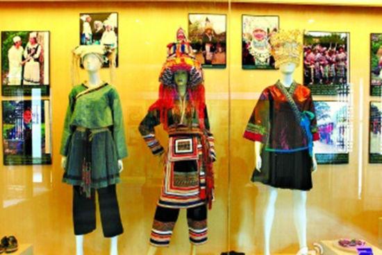 壮锦以图案精美和色彩艳丽著称 图:南宁旅游局