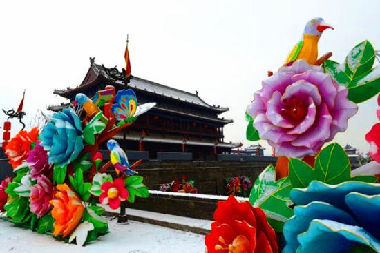 """最""""潮""""的庙会――城墙灯会(图片来源:@西安逍遥张)"""