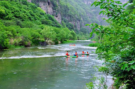 灌河漂流位于河南南阳西峡县,全长12公里,历经两个小时.