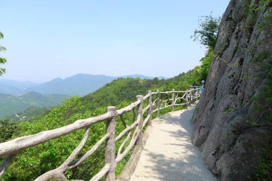 象山石浦—高塘(鹤浦)方向—上高塘岛,往金高椅渔村码头,摆渡到花岙