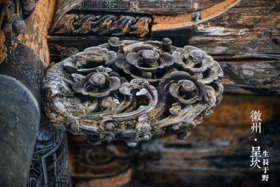祠堂门旁的砖雕