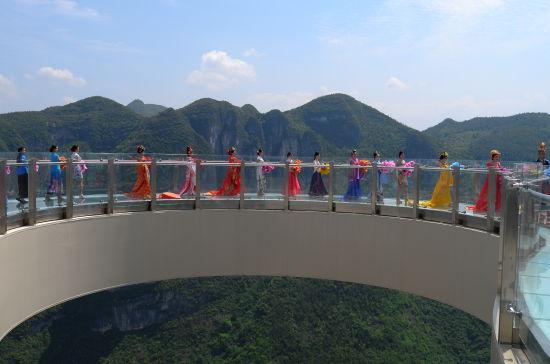 云端漫步玻璃廊桥 摄/@托斯卡纳TSKN