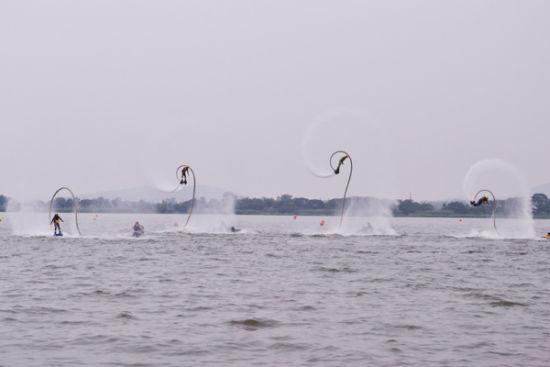 中国 江苏 南京 正文    在阳山荡风景区,不仅可以驾驶摩托艇乘风破浪