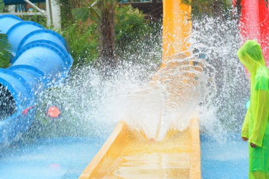 友们可以选择去熊熊乐园游戏:水枪,水滑梯,小喇叭等都是适合孩子