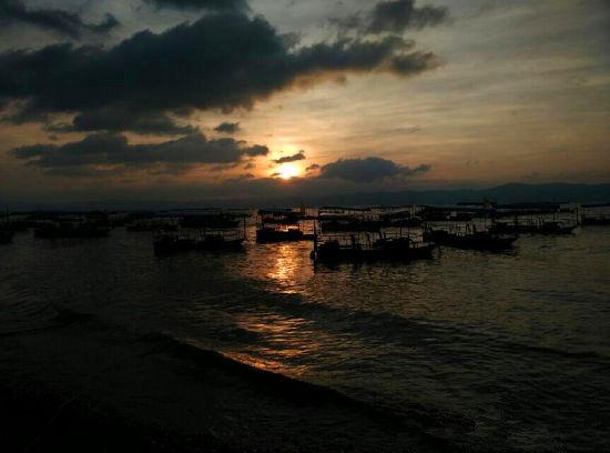 抚仙湖的早晨 (来 源:李国春灬 新浪博主)