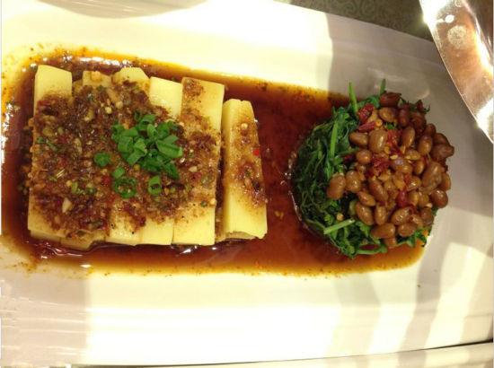 酸辣豌豆粉(图片来源:@桥头堡文化)