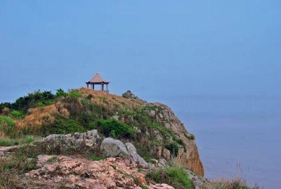象山有一个海岛   岛上山峦叠翠,景色迷人   山海相融相映   它是