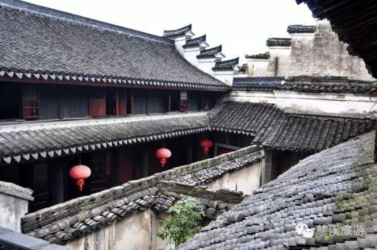 鸣鹤古镇是一个如黑白老照片一样沉静淡泊的江南小镇.
