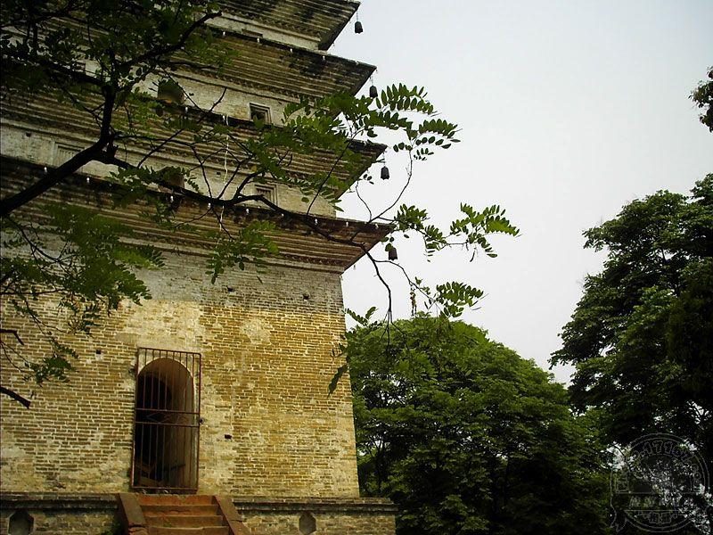景区制高点――灵宝塔