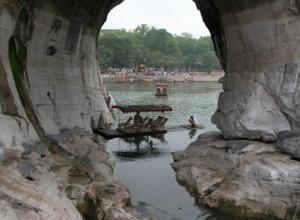 桂林月牙山和水月洞的传说