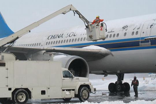 桃仙机场连夜除雪 今日11时已恢复正常使用