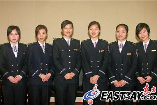 上海机场首批安检美女技师