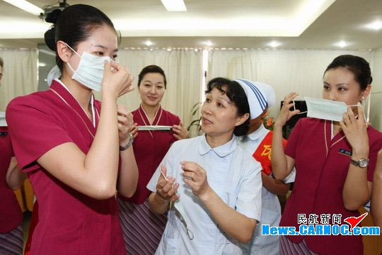 """南航深圳空姐学习""""甲型H1N1流感""""预防知识"""
