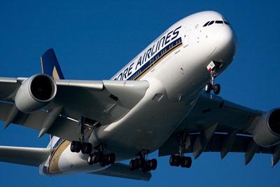 新加坡航空一架A380客机发动机故障中途返航