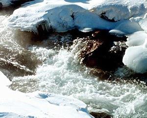 长白山别样感受 冰天雪地泡温泉