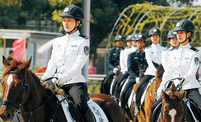中国的美女骑警图