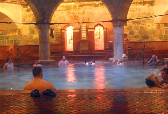 鲁达斯热浴场