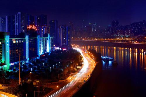 喜欢夜跑的重庆女跑友们 看看这些安全路线 (2)