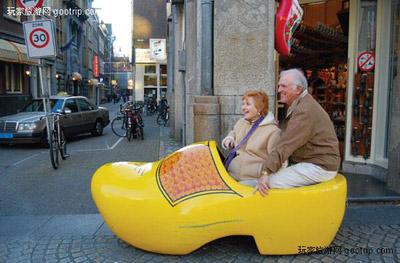 荷兰:买不动的木鞋(图)