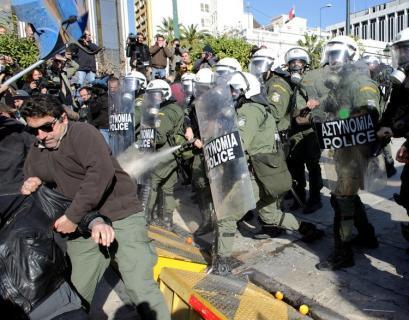 希腊陷入骚乱泥潭