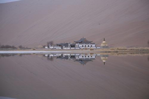 阿拉善沙漠中的海市蜃楼图片