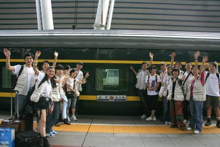 7月20日,科技之花:体验青藏铁路.经过两天的车程,我们终于从拉萨回到了北京 摄影:吴婷