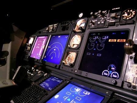 BOEING-737-700驾驶舱