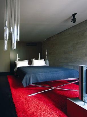 极具现代感的家具,加上冷暖色调的对比,让人感觉很特别。