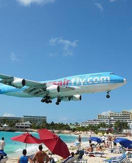 全球10大最惊险的飞机跑道——朱莉安娜公主国际机场