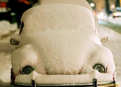 19、1月5日,德国多特蒙德,一辆被雪覆盖的甲壳虫。
