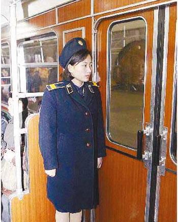 地铁乘务员全为女性