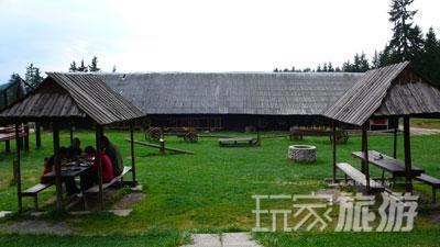 """斯洛伐克乡间有为徒步旅行者提供的餐厅、酒吧,这家名为Salas Ziar的乡间餐厅类似中国的""""农家乐""""。"""