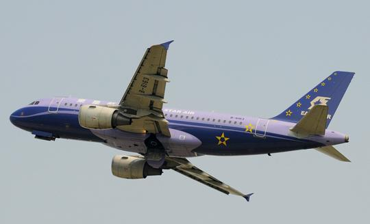 展翅翱翔的东星航空B-6163