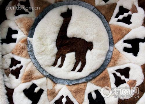 羊驼图案的靠垫,充满安第斯风情。