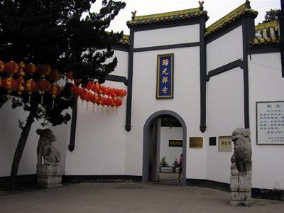 归元寺以其建筑精美、雕塑绝妙、珍藏丰富而名扬佛门。