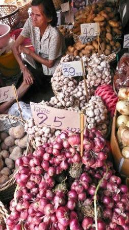 卖蔬菜的小船