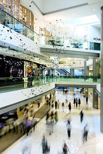 国际金融中心商场的细节装饰显得高贵而精致