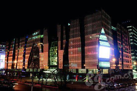 北京的大悦城成为了西单地区新兴的时尚地标