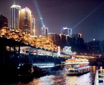 山城重庆热闹的夜景