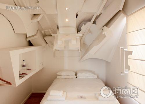 """开普敦创意旅馆""""长腿老爹""""的一间客房,里面被装饰成逼仄的下水管道造型,要喜欢上这种客房还真需要另类的欣赏眼光"""