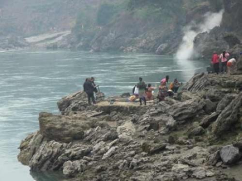 怒江边的温泉