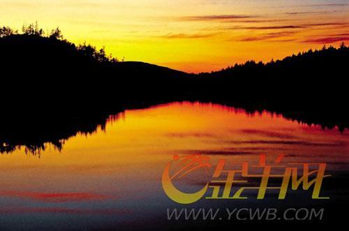 驼峰岭天池的黄昏