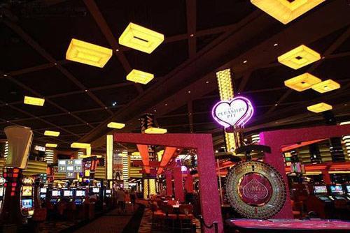 各大赌场酒店大多设有室内商业名品街