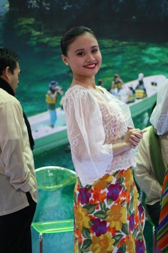 海南岛姑娘回眸一笑