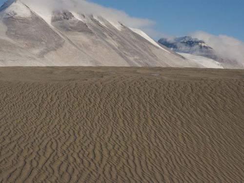 谷底的沙丘