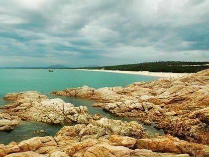 棋子湾的奇峰怪石